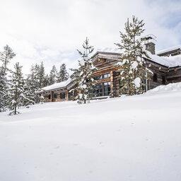 Finland-Lapland-Yllas-L7-Luxury-Lodge-buitenaanzicht-sneeuw