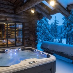 Finland-Lapland-Yllas-L7-Luxury-Lodge-jacuzzi