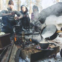 Finland-Zweden-Lapland-Levi-outdoor-lunch