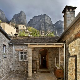 Griekenland-Epirus-Gebergte-Mikro-Papigo-Hotel-ingang