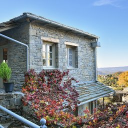 Griekenland-Epirus-Gebergte-Mikro-Papigo-Hotel-jacuzzi-suite-exterieur