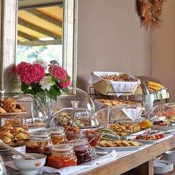 Griekenland-Tzoumerka-Orizontes-Tzoumerkon-ontbijtbuffet