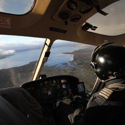 IJsland-Excursie-Spectaculaire-helikopterlanding-op-de-flank-van-de-Hengill-vulkaan