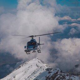 IJsland-Excursie-Spectaculaire-helikopterlanding-op-de-flank-van-de-Hengill-vulkaan3
