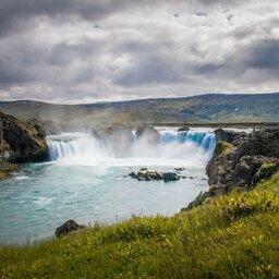 IJsland-Godafoss-waterval-zomer