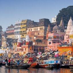 India-Varanasi-zicht vanop boot 2