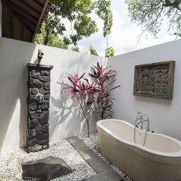 Indonesië-Java-Borobudur-Plataran-Borobudur-badkamer-openlucht