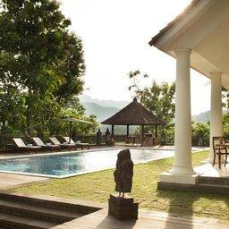 Indonesië-Java-Borobudur-Plataran-Borobudur-villa-met-zwembad