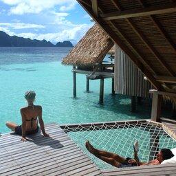 Indonesië-Misool-Misool-Resort-hangmat-met-filter