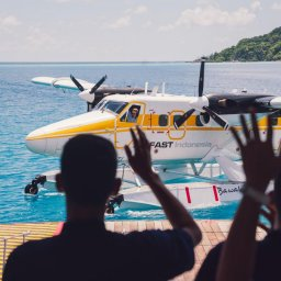 Indonesië-Pulau-Bawah-Bawah-Reserve-aankomst-watervliegtuig