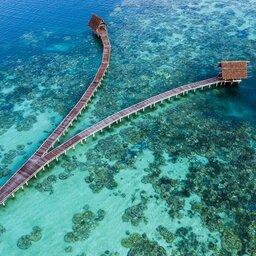 Indonesië-Pulau-Bawah-Bawah-Reserve-luchtfoto-zee-2
