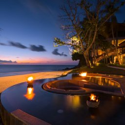Indonesie-Senggigi-Katamaran-Resort-zwembad-avond2