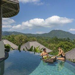 Indonesie-Sidemen-Wapa-di-Ume-Resort-zwembad-ontbijt