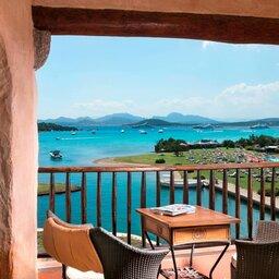 Italië-Sardinië-Noord-Hotel Cala Di Volpe-terras zicht