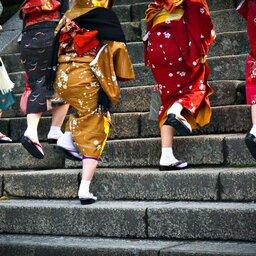 Japan-algemeen-geisha's met sokken
