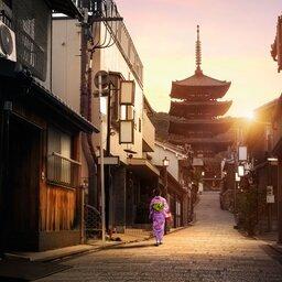 Japan-Tsumago-Hoogtepunt-geisha op straat