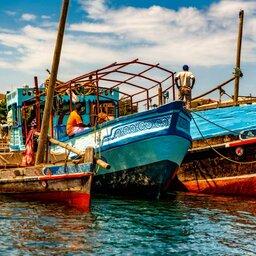 Kenia-Lamu-kleurrijke dhows