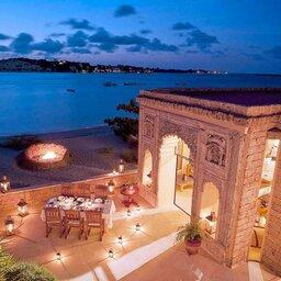 Kenia-Lamu-Majlis Resort-pool bar
