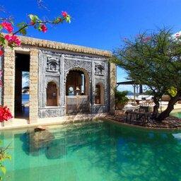 Kenia-Lamu-Majlis Resort-zwembad 2
