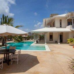 Kenia-Lamu-Majlis Resort-zwembad