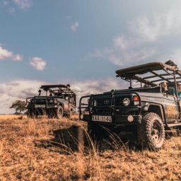 Kenia-Masai Mara-Emboo River Camp-elektrische safarivoertuigen-min