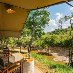 Kenia-Masai Mara-Emboo River Camp-kamer terras zicht op rivier-min