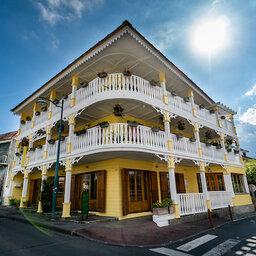 La-Reunion-Hotel-Tsilaosa-buitenaanzicht