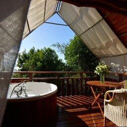 La-Reunion-noorden-Lodge-Roche-Tamarin-terras-hottub