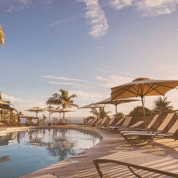 La-Reunion-westkust-Boucan-Canot-Hotel-zwembad