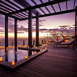 La-Reunion-zuiden-Palm-Hotel-and-Spa-kah-beach-hottub-avond