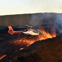 La-Reunion-zuidkust-piton-de-la-fournaise-uitbarsting-helikopter-CREDIT-IRT-serge-gelabert