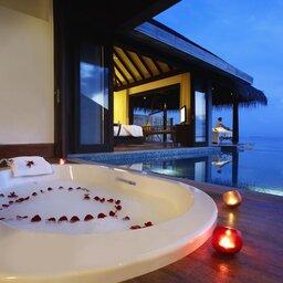 Malediven-Anantara-Kihavah-Villas-bubbelbad-romantiek
