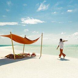 Malediven-Maafushi-Como-Cocoa-Island-Hotel-picknick-op-het-strand