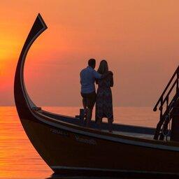 Malediven-South-Ari-Atoll-Lily-Beach-romantic-sunset-cruise