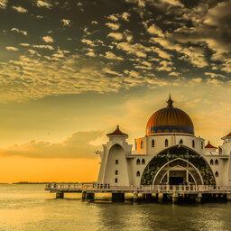 Maleisie-Malakka-hoogtepunt-moskee bij avondlicht