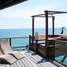 Maleisië-oostkust-Japamala-Resort-ligbedden