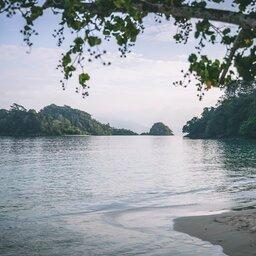 Maleisië-westkust-The-Andaman-Langkawi-strand