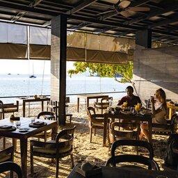 Maleisië-westkust-The-Andaman-Langkawi-strand-restaurant