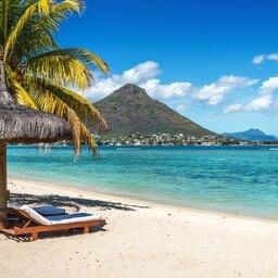 Mauritius-algemeen-strand-strandstoelen en parasol
