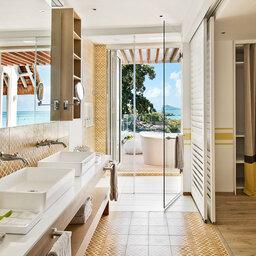 Mauritius-Lux-Grand-Gaube-hotel-badkamer-outdoor-bad