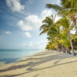 Mauritius-Lux-Le-Morne-Hotel-beach-2