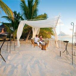 Mauritius-Lux-Le-Morne-Hotel-beach-koppel