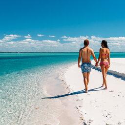 Mozambique-Vilanculos-Hotel-Santorini-strandwandeling-koppel