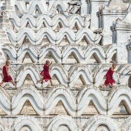 Myanmar-algemeen-spelende monniken