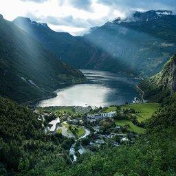 Noorwegen-Fjord-Noorwegen-Hotel-Union-Geiranger-luchtfoto-fjord