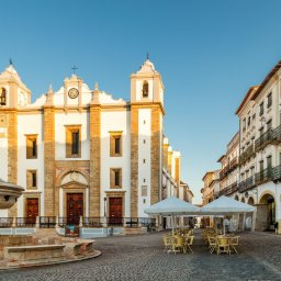 Portugal-Alentejo-Excursie-Bezoek-aan-Evora-Giraldo-plein 1