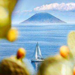 rsz_1rsz_sicilie-eolische-eilanden-uitzicht-stromboli-vanaf-salina