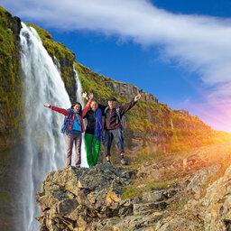 rsz_ijsland-algemeen-familie-bij-waterval