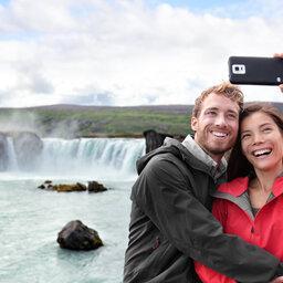 rsz_ijsland-godafoss-waterval-selfie-koppel
