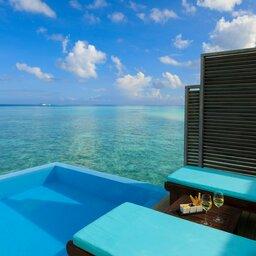 rsz_malediven-south-malé-atoll-velassaru-water-bungalow-met-zwembad